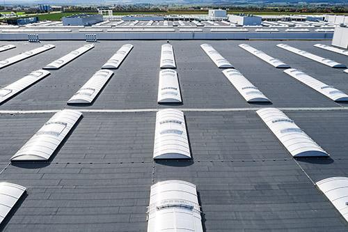 wymiana świetlików dachowych hali przemysłowej