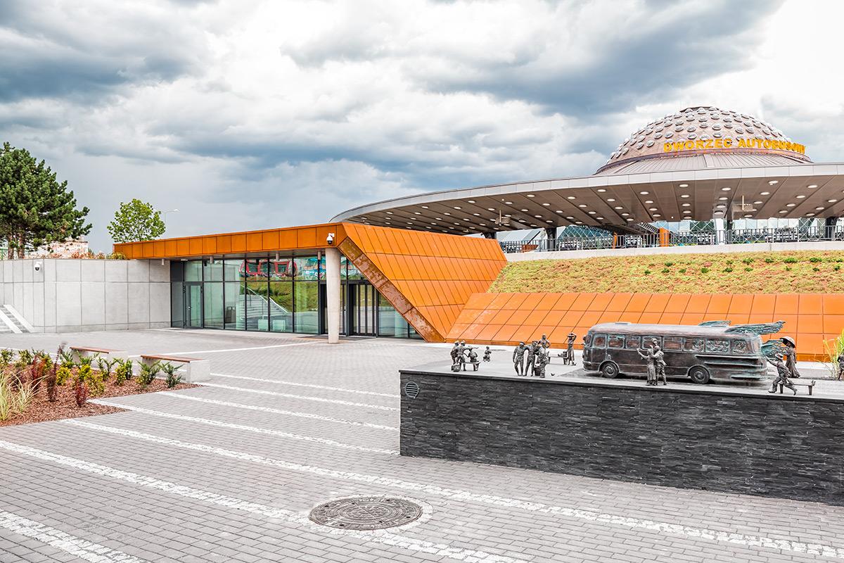 dworzec autobusowy kielce ślusarka aluminiowa drzwi wejściowych