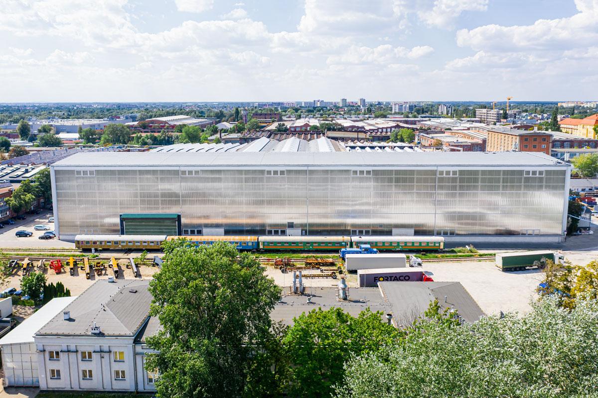 fasada poliwęglanowa hali przemysłowej