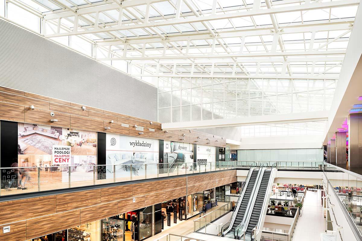 dach świetlikowy w galerii handlowej