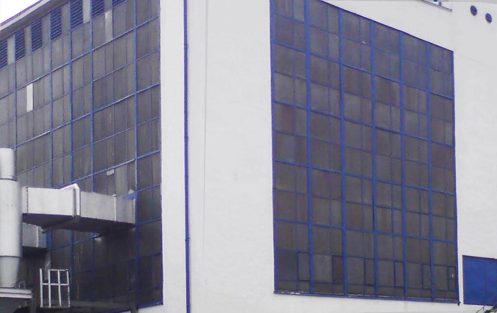 przykład fasady poliwęglanowej budynku