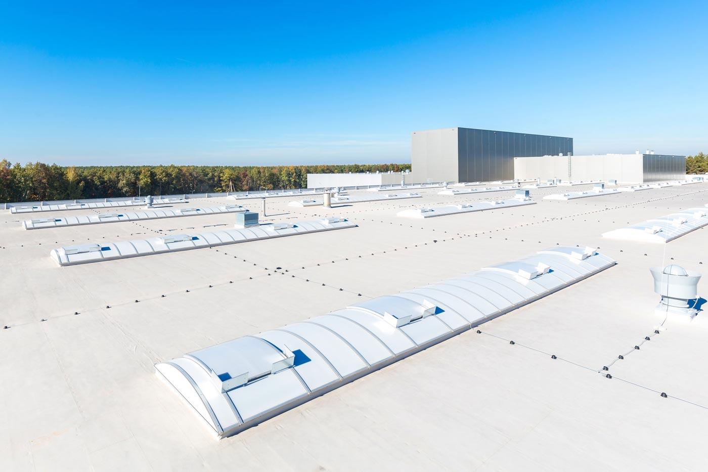 najlepsze świetliki dachowe dla budynków przemysłowych