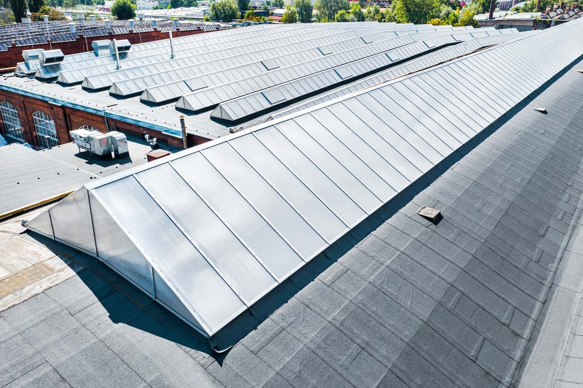 świetliki trójkątne aluco skylight tr therm na dachu