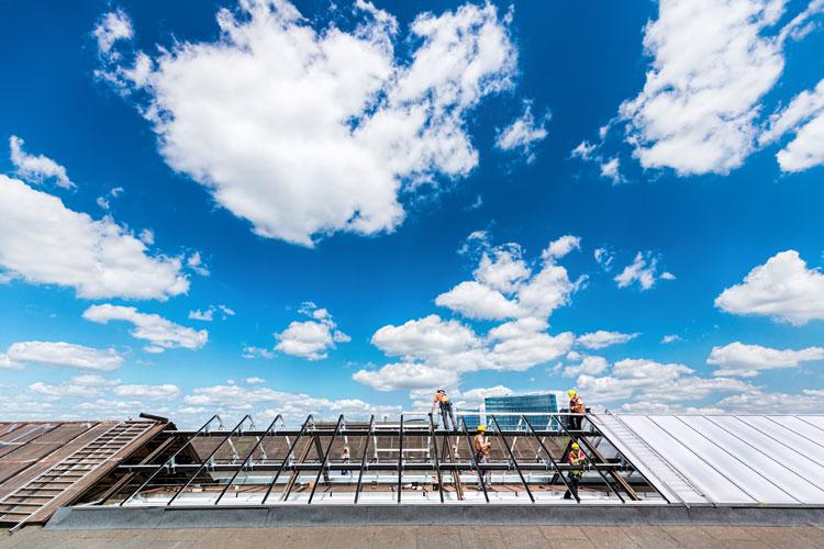 termomodernizacja dachu budynku przemysłowego