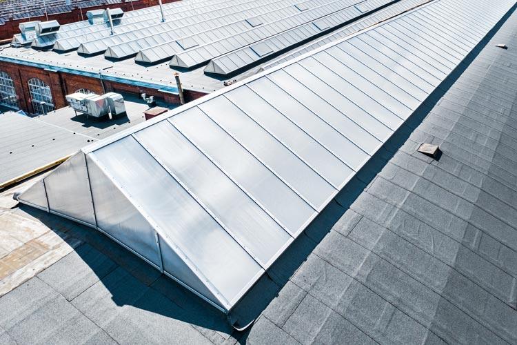 termomodernizacja świetlikówch dachowych w budynku przemysłowym